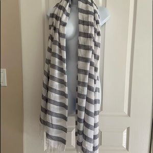 Tahari shawl or beach wrap